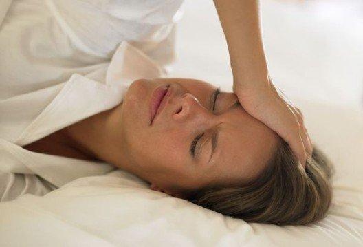 Болить горло і нудить: причини і методи лікування