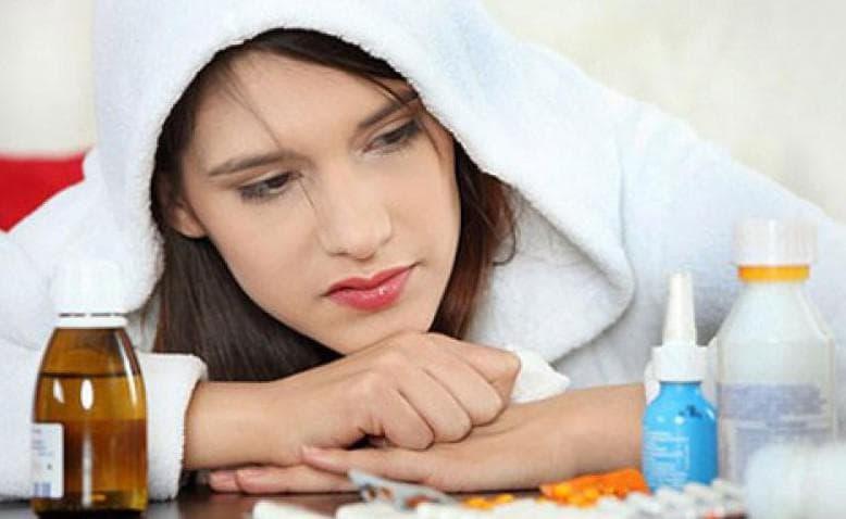 Першіння в горлі – причини постійного сильного покашлювання, печіння і частого сухого кашлю вночі або після їжі у дорослого: від чого буває сухість і лікування захворювань, що викликають кашель