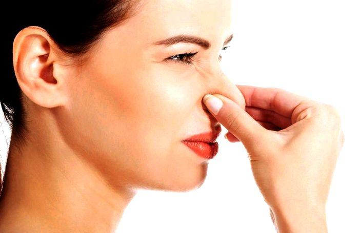 Різкий запах сечі у жінок причини чому вона сильно пахне лікування