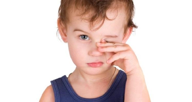 Сльозоточивість очей і нежить у дитини